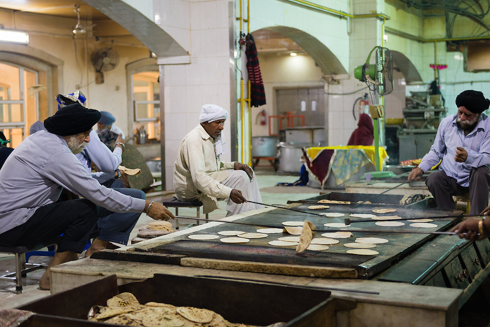 Volunteers preparing food at Seikh temple in Old Delhi