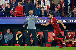 SEVILLE, SPAIN - Tuesday, November 21, 2017: Liverpool's manager Jürgen Klopp reacts during the UEFA Champions League Group E match between Sevilla FC and Liverpool FC at the Estadio Ramón Sánchez Pizjuán. (Pic by David Rawcliffe/Propaganda)
