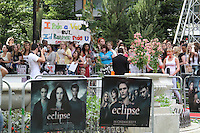 Fans The Twilight Saga: Eclipse UK Gala Premiere, Leicester Square Gardens, London, UK, 01 July 2010:  For piQtured Sales contact: Ian@Piqtured.com +44(0)791 626 2580 (Picture by Richard Goldschmidt/Piqtured)