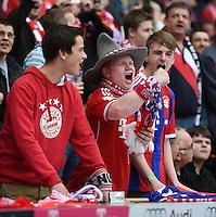 Fussball  1. Bundesliga  Saison 2014/2015  28. Spieltag  FC Bayern Muenchen 3 - 0 Eintracht Frankfurt     10.04.2015 FC Bayern Fans freuen sich ueber den Sieg