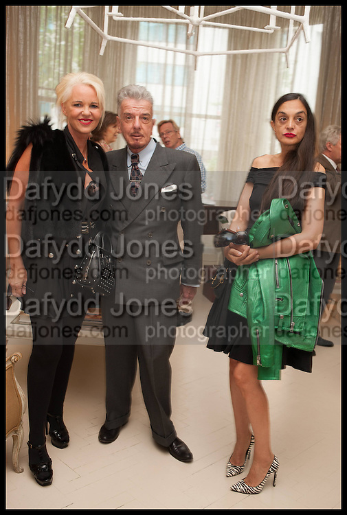 AMANDA ELIASCH; NICKY HASLAM; RUSHKA BERGMAN; , Nicky Haslam hosts a party to launch a book by  Maureen Footer 'George Stacey and the Creation of American Chic' . With a foreword by Mario Buatta. Kensington. London. 11 June 2014