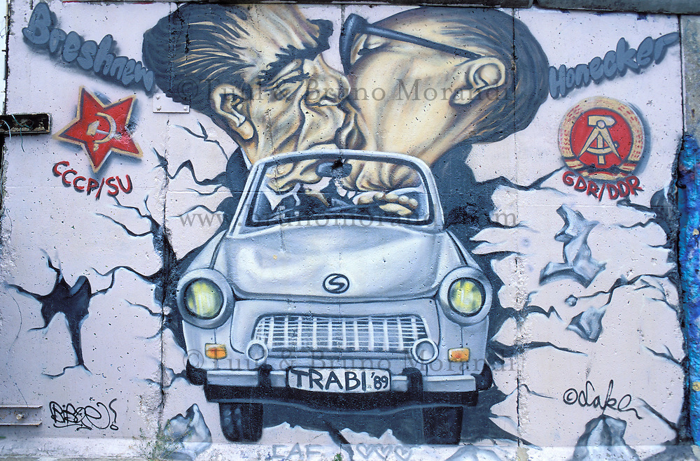 Berlin wall,  East side gallery, Berlin, Germany  // Allemagne, Berlin, peinture sur le mur, gallerie de l'Est