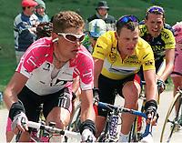 v.li.: Jan ULLRICH  (Team Telekom) vor Lance ARMSTRONG (US Postal)<br />            Radsport