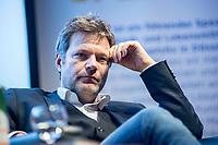 12 DEC 2018, BERLIN/GERMANY:<br /> Robert Habeck, Bundesvorsitzenden von Buendnis 90/Die Gruenen, Mittwochsgesellschaft des Handels, Microsoft Atrium<br /> IMAGE: 20181212-03-092