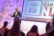 02-06-2015: Nieuws: Presentatie selectie Europese Spelen: Papendal<br /> <br /> (L-R) Voorzitter NOC*NSF Andre Bolhuis spreekt de sporters toe<br /> <br /> European Games Team NL bestaat tijdens de eerste editie van het evenement in Baku uit 120 topsporters. Zij komen in totaal uit in zeventien sporten en nemen deel aan 24 disciplines. Chef de mission is Jeroen Bijl<br /> <br /> NOVUM COPYRIGHT / ORANGE PICTURES / GERTJAN KOOIJ