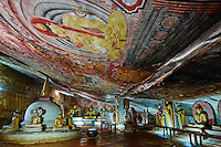 Sri Lanka, province du centre, district de Matale, Dambulla, Temple d'Or classé patrimoine mondial de l'UNESCO, temple troglodytiques, monastère construit dans la roche et qui abrite cinq sanctuaires dans les grottes, grotte No 2, statues et fresques bouddhiques // Sri Lanka, Ceylon, North Central Province, Dambulla, Buddhist Cave Temple, UNESCO World Heritage Site, Cave 2, buddhist statues and frescos