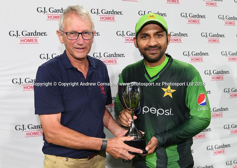 NZC board member Neil Craig with Paksitan Captain Sarfraz Ahmed.<br /> Pakistan tour of New Zealand. T20 Series. 3rd Twenty20 international cricket match, Bay Oval, Mt Maunganui, New Zealand. Sunday 28 January 2018. &copy; Copyright Photo: Andrew Cornaga / www.Photosport.nz