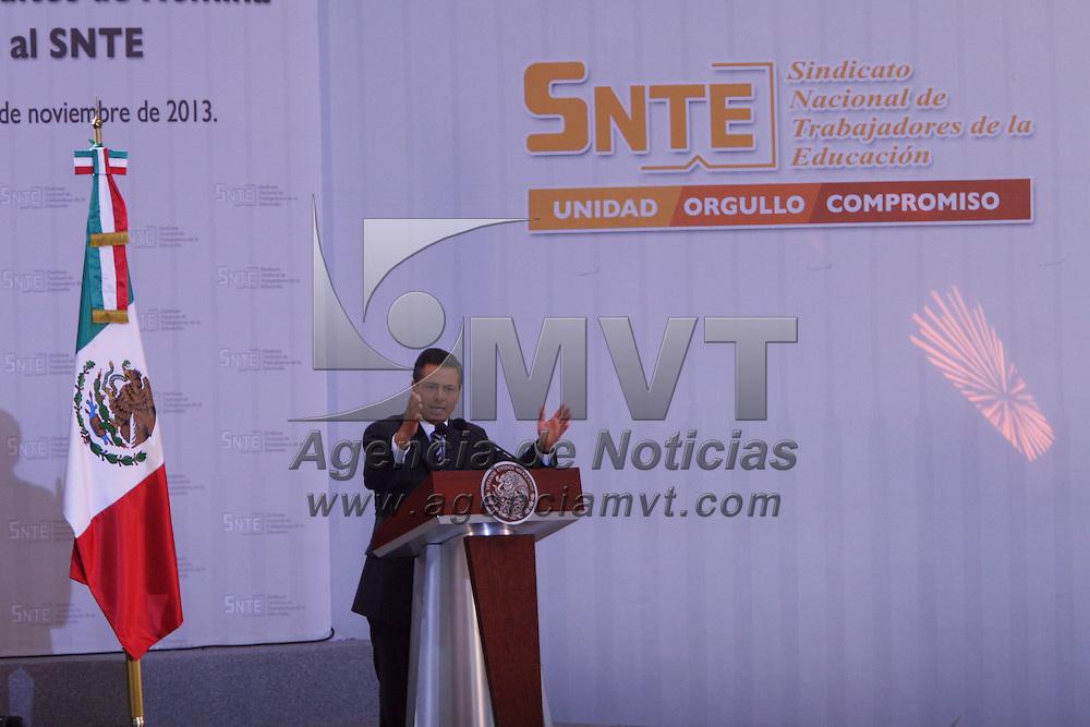 Zinacantepec, México.- Enrique Peña Nieto, presidente de México, durante la puesta en marcha del Programa de Refinanciamiento de Créditos de Nómina para Trabajadores de la Educación Afiliados al SNTE. Agencia MVT / José Hernández