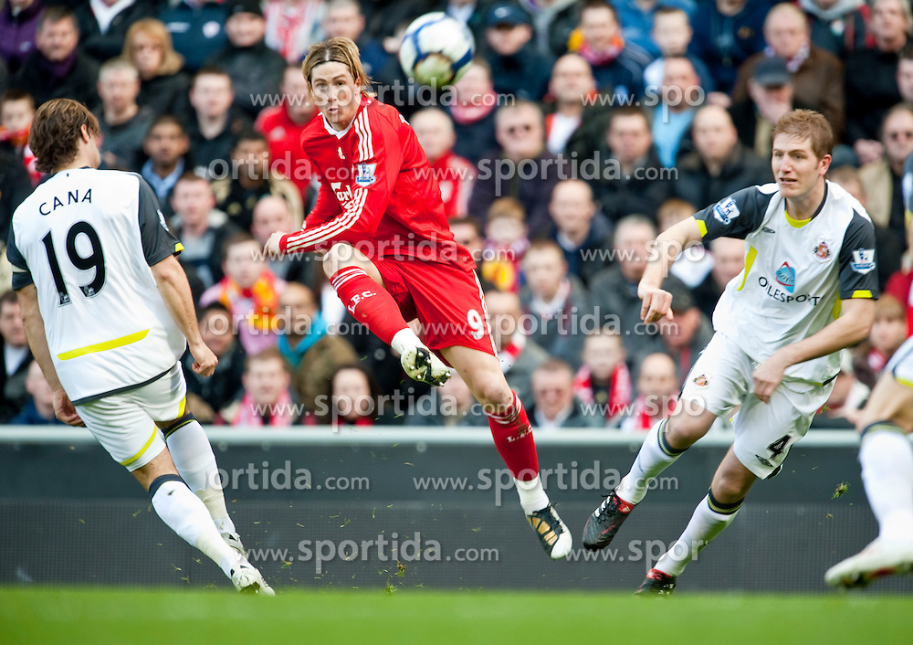 28.03.2010, Anfield, Liverpool, ENG, FA Premier League, Liverpool FC vs Sunderland FC, im Bild Liverpool's Fernando Torres scores a spectacular opening goal against Sunderland as Lorik Cana and Michael Turner can only watch on in admiration during the Premiership match at Anfield. EXPA Pictures © 2010, PhotoCredit: EXPA/ Propaganda/ D. Rawcliffe / SPORTIDA PHOTO AGENCY