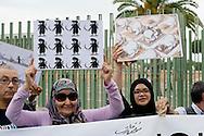 Roma, 19 Settembre  2014<br /> Manifestazione  contro  ISIS ( Stato Islamico).<br /> Uno striscione con la scritta: &quot;ISIS non &egrave; Islam&quot; esposto da un gruppo di italiani ed immigrati davanti alla Moschea Grande  di Roma, durante la preghiera del Venerdi.Manifestanti  con i disegni di artisti siriani contro ISIS.<br /> Rome, 19 September 2014 <br /> Demonstration against ISIS (Islamic State). <br /> A banner with the inscription: &quot;ISIS is not Islam&quot; exhibited by a group of Italian and immigrants  in front of the Grand Mosque of Rome, during prayers on Friday. Demonstrators with the designs of Syrian artists against ISIS