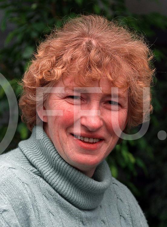dalfsen : portret .mevr c. voortman de ruiter...foto frank uijlenbroek©1996.