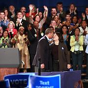 Governador Deval Patrick besa su esposa, Diane Patrick  durante el rally por su reeleción en el Hynes Convention Center, en Boston. <br /> <br /> Minutos mas tarde el Presidente Barack Obamas se dirijió tambien a la audiencia en apoyo al Gov. Deval Patrick