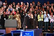 Governador Deval Patrick besa su esposa, Diane Patrick  durante el rally por su reeleci&oacute;n en el Hynes Convention Center, en Boston. <br /> <br /> Minutos mas tarde el Presidente Barack Obamas se diriji&oacute; tambien a la audiencia en apoyo al Gov. Deval Patrick