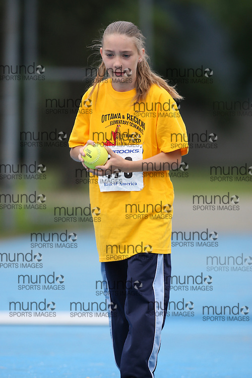 (Ottawa, Ontario---20/06/09)   Rachel Knowles competing in the ball throw at the 2009 Bank of America All-Champions Elementary School Track and Field Championship. www.mundosportimages.com / www.msievents.