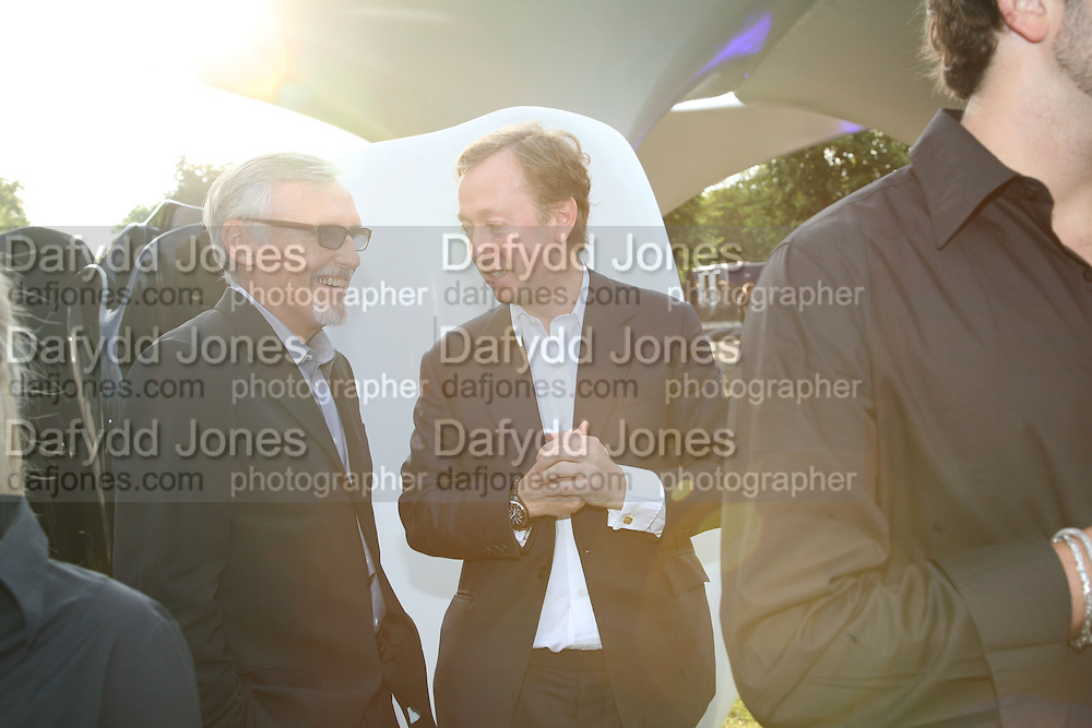 DENNIS HOPPER AND GEORDIE GREIG, The Summer Party in association with Swarovski. Co-Chairs: Zaha Hadid and Dennis Hopper, Serpentine Gallery. London. 11 July 2007. <br /> -DO NOT ARCHIVE-© Copyright Photograph by Dafydd Jones. 248 Clapham Rd. London SW9 0PZ. Tel 0207 820 0771. www.dafjones.com.