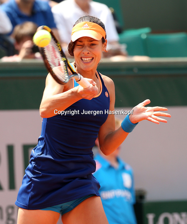 French Open 2014, Roland Garros,Paris,ITF Grand Slam Tennis Tournament,<br /> Ana Ivanovic (SRB), Aktion,Einzelbild,Halbkoerper,Hochformat,