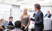 LOOSDRECHT - Rugby international Tessa Velthuis Lancering Sport Helpt, een initiatief van hockeyers Rogier Hofman en Tim Jenniskens. FOTO KOEN SUYK