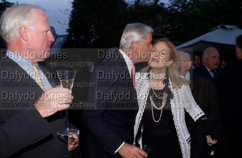 Jocelyn Stevens, Rupert Hambro and Mrs. Mortimer Sackler. Cartier dinner after thecharity preview of the Chelsea Flower show. Chelsea Physic Garden. 23 May 2005. ONE TIME USE ONLY - DO NOT ARCHIVE  © Copyright Photograph by Dafydd Jones 66 Stockwell Park Rd. London SW9 0DA Tel 020 7733 0108 www.dafjones.com