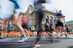 08.04.2019, Wien, AUT, Vienna City Marathon 2019, im Bild Feature Läufer vor der Staatsoper // during Vienna City Marathon 2019, Vienna, Austria on 2019/04/08. EXPA Pictures © 2019, PhotoCredit: EXPA/ Michael Gruber