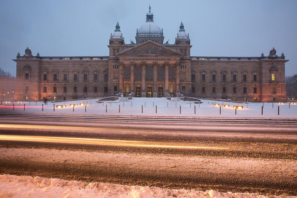 Stadtansichten / Stadtmarke / Stadtansicht / Innenstadt / Leipzig / Architektur / Winter / Schnee / Dezember / K&auml;lte / Schneefall / Neuschnee / Eis / Wetter / Unwetter / BVG / Bundes / Verwaltungs / Gericht /<br /> Im Bild:Albrecht Vo&szlig;, Dieskaustra&szlig;e 17, 04229 Leipzig; Tel.: 01733151767; Deutsche Bank, BIC: DEUTDEDBLEG, IBAN: DE09 86070024 0103 2762 00