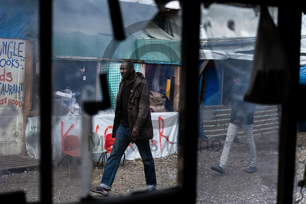 Calais, Frankreich - 17.10.2016<br /> Ein Migrant l&auml;uft im Dschungel von Calais auf einem Weg zwischen de H&uuml;tten. Das Fluechtlingscamp an der Kueste zum Aermelkanal soll laut franz&ouml;sischer Regierung in den n&auml;chsten Tagen geraeumt werden. In dem Camp leben um die 1000 Fluechtlinge und warten auf die Moeglichkeit zur Weiterreise durch den Eurotunnel nach Gro&szlig;britannien. Photo: Foto: Markus Heine / heineimaging<br /> <br /> Calais, France - 2016/10/17<br /> A Migrant walks in the Calais Jungle on a way between the huts. The refugee camp on the coast to the English Channel is to be cleared in the next few days, according to the French government. In the camp live around the 1000 refugees and wait for the possibility to travel further through the Eurotunnel to the UK. Photo: Foto: Markus Heine / heineimaging<br /> <br /> ------------------------------<br /> <br /> Ver&ouml;ffentlichung nur mit Fotografennennung, sowie gegen Honorar und Belegexemplar.<br /> <br /> Bankverbindung:<br /> IBAN: DE65660908000004437497<br /> BIC CODE: GENODE61BBB<br /> Badische Beamten Bank Karlsruhe<br /> <br /> USt-IdNr: DE291853306<br /> <br /> Please note:<br /> All rights reserved! Don't publish without copyright!<br /> <br /> Stand: 10.2016<br /> <br /> ------------------------------