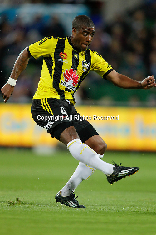 21.11.2014 Perth, Australia. Hyundai A League round 7, Perth Glory versus Wellington Phoenix. Rolieny Bonevacia in action.
