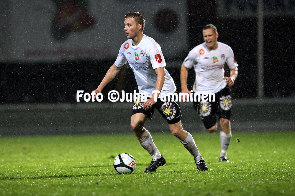 19.9.2011, Tehtaan kenttŠ, Valkeakoski..Veikkausliiga 2011, FC Haka - IFK Mariehamn..Jarno Mattila - Haka..