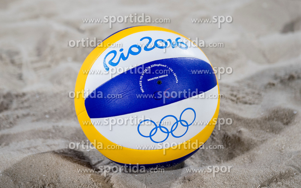 03-08-2016 BRA: Olympic Games day -3, Rio de Janeiro<br /> Training Nederland in het Beach Volleyball Arena op de Copacabana / Gijs Ronnes