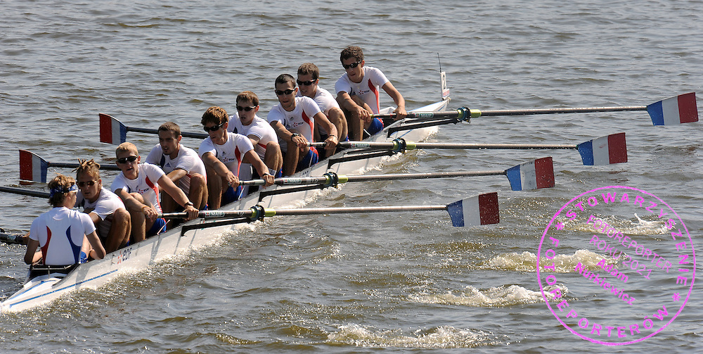 (L-R) ANTHONY BENOIT & BARTHELEMY AGOSTINI & VINCENT CAVARD & NICOLAS MOUTTON & MARTY FRANCOIS & THOMAS BAROUKH & CHARLES BRESCHET & EDOUARD JONVILLE & NICOLAS CORNU (ALL FRANCE) COMPETE IN THE LIGHTWEIGHT MEN'S EIGHT REPECHAGE DURING DAY THREE OF REGATTA WORLD ROWING CHAMPIONSHIPS ON MALTA LAKE IN POZNAN, POLAND...POZNAN , POLAND , AUGUST 25, 2009..( PHOTO BY ADAM NURKIEWICZ / MEDIASPORT )..PICTURE ALSO AVAIBLE IN RAW OR TIFF FORMAT ON SPECIAL REQUEST.