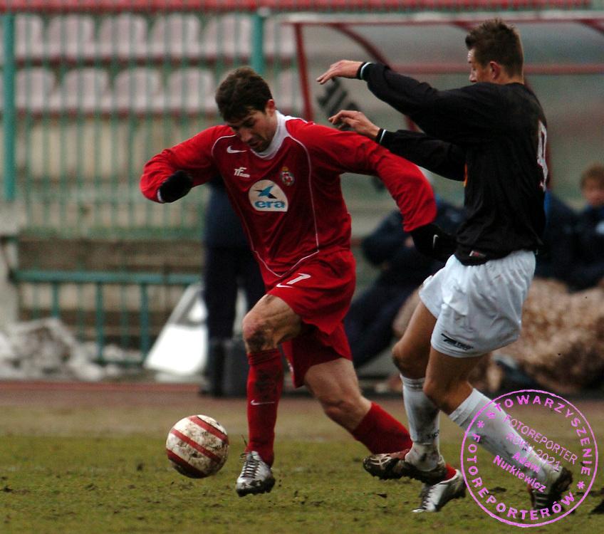 n/z.: Konrad Golos (nr9-Polonia) , Radoslaw Sobolewski (nr7-Wisla) podczas meczu ligowego Polonia Warszawa (czarne) - Wisla Krakow (czerwone) 1:3, I liga polska , 15 kolejka sezon 2004/2005 , pilka nozna , Polska , Warszawa , 20-03-2005 , fot.: Adam Nurkiewicz / mediasport..Konrad Golos (nr9-Polonia) , Radoslaw Sobolewski (nr7-Wisla) fight for the ball during Polish league first division soccer match in Warsaw. March 20, 2005 ; Polonia Warszawa (black) - Wisla Krakow (red) 1:3; first division , 15 round season 2004/2005 , football , Poland , Warsaw ( Photo by Adam Nurkiewicz / mediasport )