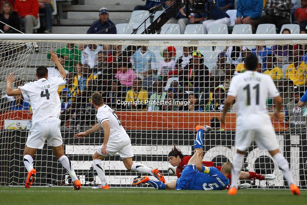 &copy;Jonathan Moscrop - LaPresse<br /> 20 06 2010 Nelspruit ( Sud Africa )<br /> Sport Calcio<br /> Italia vs Nuova Zelanda - Mondiali di calcio Sud Africa 2010 Gruppo F - Mbombela Stadium<br /> Nella foto: la rete del 1-0 di Shane Smeltz<br /> <br /> &copy;Jonathan Moscrop - LaPresse<br /> 20 06 2010 Nelspruit ( South Africa )<br /> Sport Soccer<br /> Italy versus New Zealand - FIFA 2010 World Cup South Africa Group F  - Mbombela Stadium<br /> In the Photo: New Zealand's Shane Smeltz scores to give the side a 1-0 lead