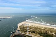 Nederland, Noord-Holland, Gemeente Velsen, 09-04-2014; ingang Noordzeekanaal (monding) met havenhoofden en strekdammen (havendam) gezien naar open zee.<br /> North Sea and entrance North Sea (mouth) channel with jetties and breakwaters.<br /> luchtfoto (toeslag op standard tarieven);<br /> aerial photo (additional fee required);<br /> copyright foto/photo Siebe Swart