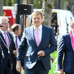 06-05-2016: Wielrennen: Giro: Apeldoorn<br />APELDOORN (NED) wielrennen<br />De 99e ronde van Italie is van start gegaan met een tijdrit of 9,8 kilometer door de straten van Apeldoorn. De finishlijn was getrokken op de Loolaan. ZKH Willem Alexander