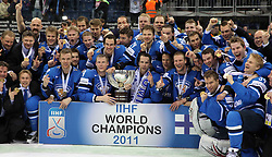 15.04.2011, Orange Arena, Bratislava, SVK, IIHF 2011 World Championship, Finale, SWEDEN vs FINLAND, im Bild .GOLD MEDAL TEAM - FINLAND. EXPA Pictures © 2011, PhotoCredit: EXPA/ EXPA/ Newspix/ .Tadeusz Bacal +++++ ATTENTION - FOR AUSTRIA/(AUT), SLOVENIA/(SLO), SERBIA/(SRB), CROATIA/(CRO), SWISS/(SUI) and SWEDEN/(SWE) CLIENT ONLY +++++