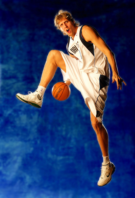 Dirk Nowitzki..Dallas Mavericks.December 17, 2004.American Airlines Center.Dallas, TX..photograph by Darren Carroll..