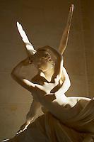 France, Paris (75), musee du Louvre, Psyché ranimée par le baiser de l'Amour, marbre de Antonio Canova, Possagno 1757 - Venise 1822 // France, Paris (75), Louvre museum, Eros and Psyche by Antonio Canova