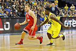 15.11.2015, Mercedes Benz Arena, Berlin, GER, Alba Berlin vs FC Bayern Muenchen, 4. Runde, im Bild Anton Gavel (#25, FC Bayern Muenchen), Will Cherry (#22, Alba Berlin) // during the Beko Basketball Bundes league 4th round match between Alba Berlin and FC Bayern Muenchen at the Mercedes Benz Arena in Berlin, Germany on 2015/11/15. EXPA Pictures © 2015, PhotoCredit: EXPA/ Eibner-Pressefoto/ Hundt<br /> <br /> *****ATTENTION - OUT of GER*****
