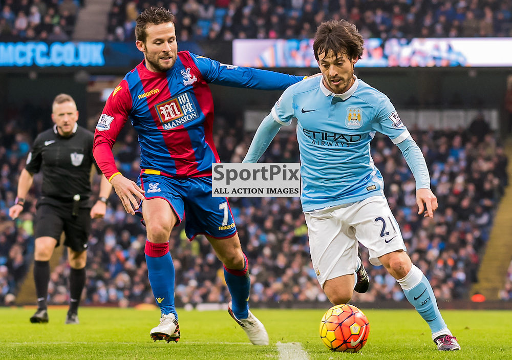 Manchester City midfielder David Silva (21) tries to pass Crystal Palace midfielder Yohan Cabaye (7)