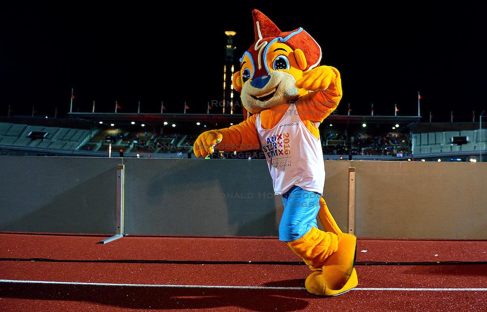 05-09-2015 NED: Flame Games 2015, Amsterdam<br /> De sfeervolle derde editie van het unieke atletiekevenement trok duizenden sportliefhebbers naar het Olympisch Stadion / Mascotte Adam