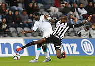 Portugal, FUNCHAL : Porto's Cameroon midfielder Aboubakar (L )  vies with Nacional´s Egyptian midfielder Aly Ghazal(R ) during Portuguese league football match Nacional vs F.C. Porto at the Madeira stadium in Funchal on December 13, 2015.  LUSA / GREGORIO CUNHA