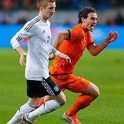 NLD/Amsterdam/20121114 - Vriendschappelijk duel Nederland - Duitsland, Daryl Janmaat in duel met Marco reus