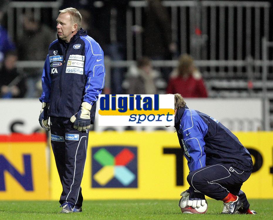 Fotball<br /> Tippeligaen 2006<br /> 29.10.2006<br /> Sandefjord v V&aring;lerenga / VIF Fotball 0-2<br /> Foto: Morten Olsen, Digitalsport<br /> <br /> Gjermund &Oslash;stby - keepertrener VIF<br /> Arni Gautur Arason - VIF