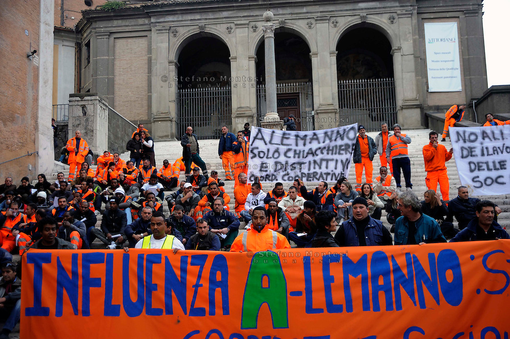 Roma, 05 Novembre 2009.Manifestazione di lavoratori delle cooperative sociali in Campidoglio.Manifestation of workers in social cooperatives in the Capitol.The banner reads: Influence A-lemanno, massacre of workers