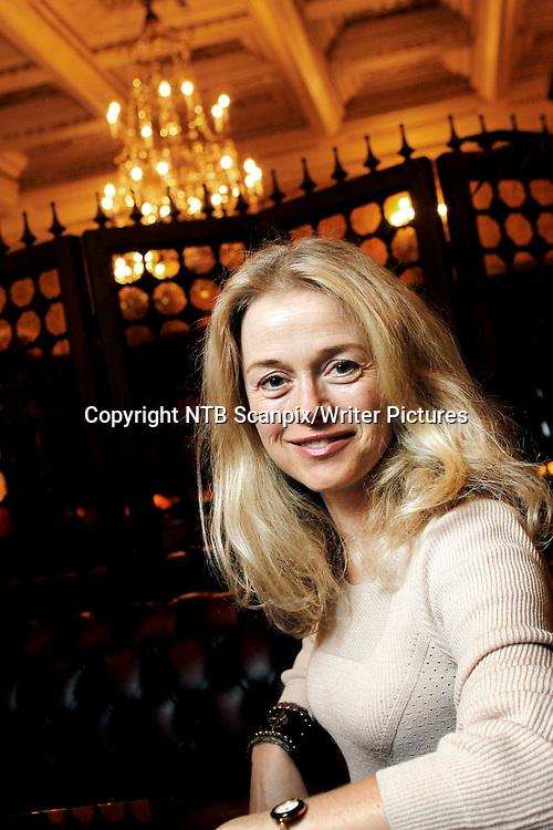 Oslo 20101028: &quot;Kan dere myrde min mann&quot; er tittelen p&Acirc; Maria Ernestam krimroman som n&Acirc; lanseres i Norge. Det er en psykologisk spenningsroman om hevn. Ernestam er i Sverige kjent for sin svarte humor &ntilde; og hennes skrivestil som er noks&Acirc; egenartet. Boka utgis p&Acirc; det helt nye og lille forlaget Perleblekk.<br /> Foto: Erlend Aas / SCANPIX<br /> Foto: Erlend Aas / Scanpix<br /> <br /> NTB Scanpix/Writer Pictures<br /> <br /> WORLD RIGHTS, DIRECT SALES ONLY, NO AGENCY
