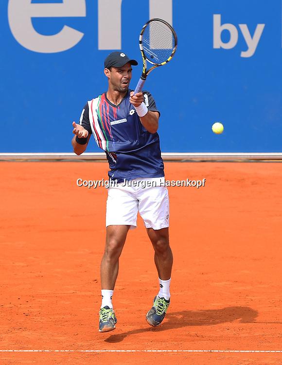 BMW Open 2014,250 ATP World Tour, Tennis Turnier, International Series,Iphitos Tennis Club, Sandplatz, Muenchen,<br /> Alejandro Falla (COL), Aktion, Einzelbild,Ganzkoerper,<br /> Hochformat,von oben,