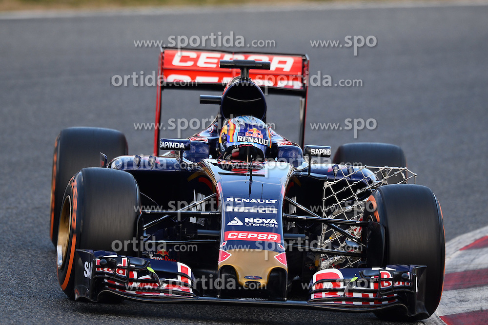 26.02.2015, Circuit de Catalunya, Barcelona, ESP, FIA, Formel 1, Testfahrten, Barcelona, Tag 1, im Bild Carlos Sainz jr (ESP) Scuderia Toro Rosso STR10 with aero sensor // during the Formula One Testdrives, day one at the Circuit de Catalunya in Barcelona, Spain on 2015/02/26. EXPA Pictures &copy; 2015, PhotoCredit: EXPA/ Sutton Images/ Mark Images<br /> <br /> *****ATTENTION - for AUT, SLO, CRO, SRB, BIH, MAZ only*****