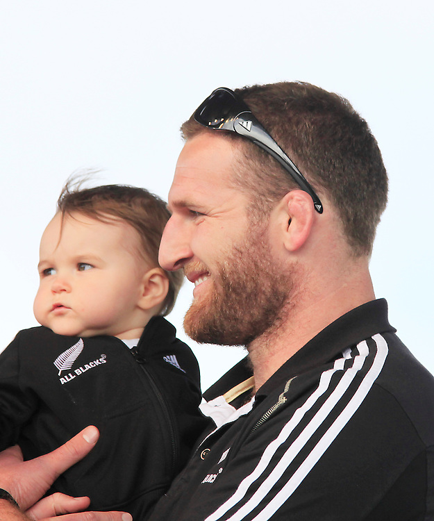New Zealand's Kieran Read and his son pose for a photo as supporters turn out to honour the All Black's after New Zealand won against France in the Rugby World Cup final, Christchurch, New Zealand, Tuesday, October 25, 2011. Credit:SNPA / Pam Johnson