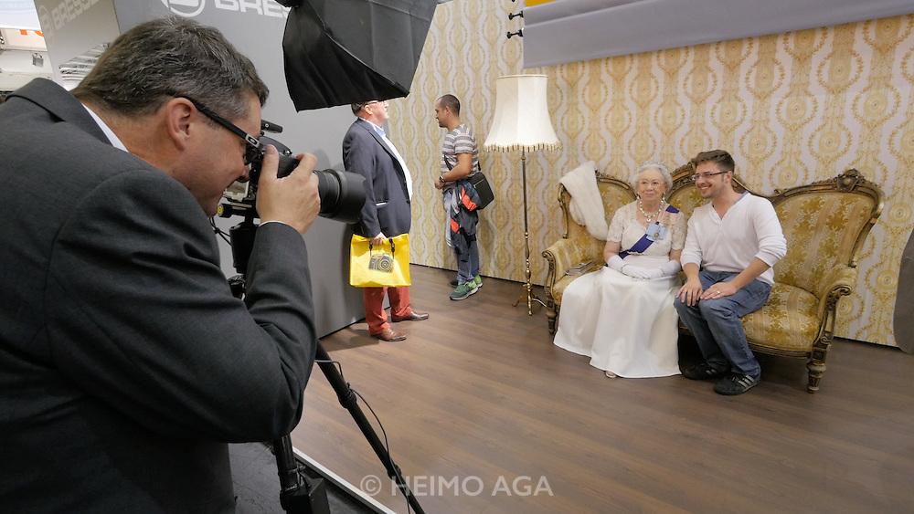 Photokina in Cologne ist the World's biggest bi-annual photo fair. Bresser. Souvenir photo shoot with the Queen.