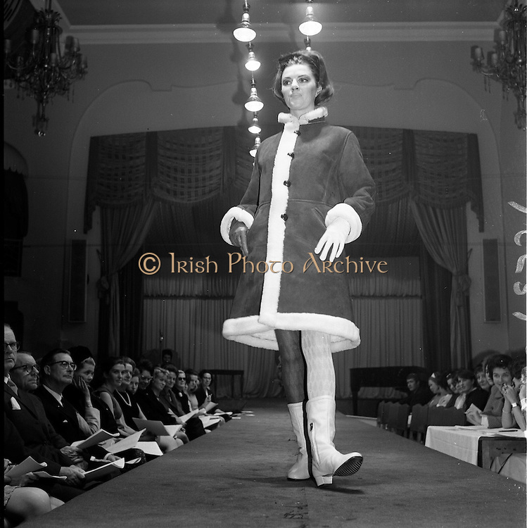 13/11/1967<br /> 11/13/1967<br /> 13 November 1967<br /> Irish Leather Federation, Leather Fashions at the Gresham Hotel, Dublin.<br /> DAmesco Western style jacket in Plunder and Pollak Suede by Wenzel.
