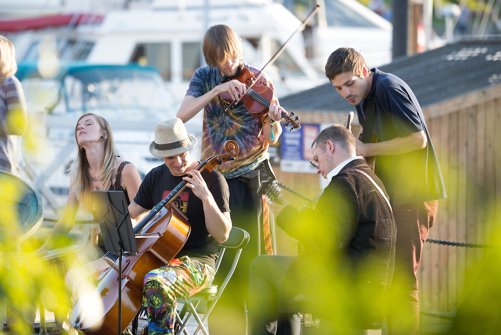 Canada, British Columbia, Vancouver Island, Victoria, folk band playing in harbor